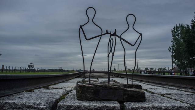 Un objectif : organiser un itinéraire en Pologne à la croisée des mémoires et de leurs disciplines.